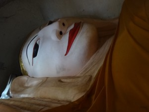Reclining Buddha at Manuha Temple